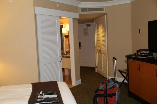 Fairmont Vancouver Airport:                   Room overview