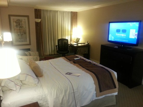 BEST WESTERN PLUS Victoria Park Suites:                   Hotel Room