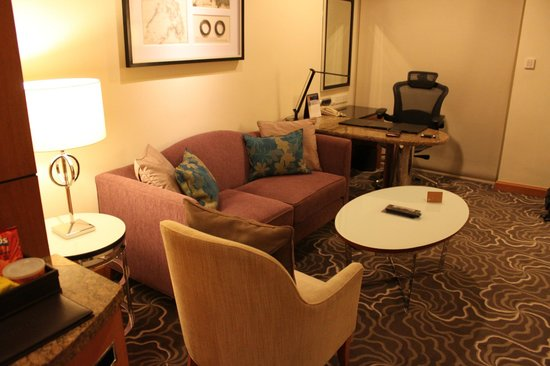 Pan Pacific Manila:                   sitting room