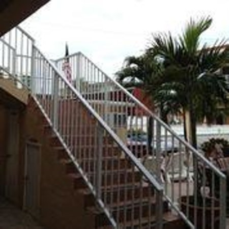 Nevada Beach Apartments - Hollywood Beach: exterior