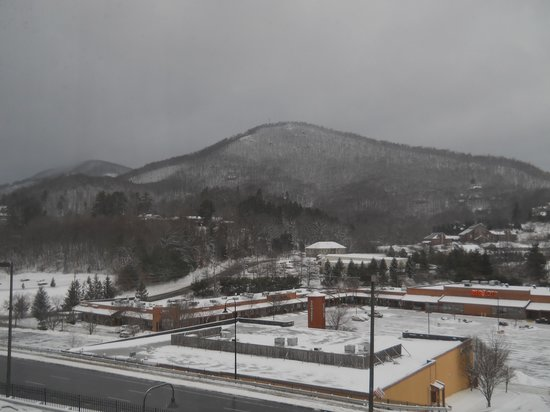 BEST WESTERN PLUS Blue Ridge Plaza:                   Looking out the window toward the front of the hotel with 2 inches of snow