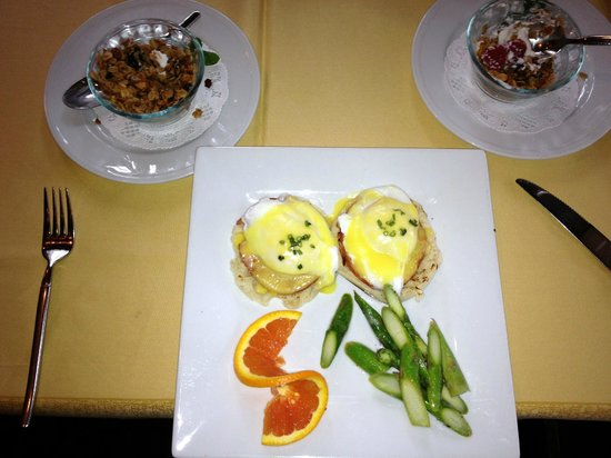 Applewood Inn:                   Wow factor breakfast with mimosas