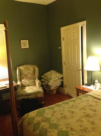 Inn on the Green:                   New Haven Room #3