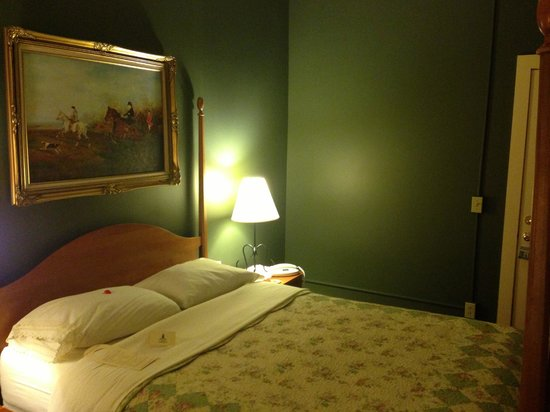 Inn on the Green:                   New Haven Room #2