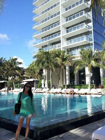 W South Beach:                                     piscina