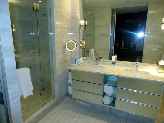W South Beach:                                     bagno