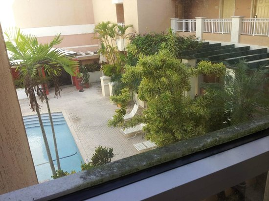 Best Miami Hotel: View to the pool complete w/ MOLD. All along the bottom of the sill is green mold. Elevator view