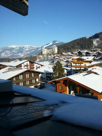 Verwöhnhotel Votters Sportkristall:                   View of Kaprun Castle from room