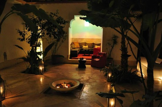 Riad Djebel:                   Lobby at night