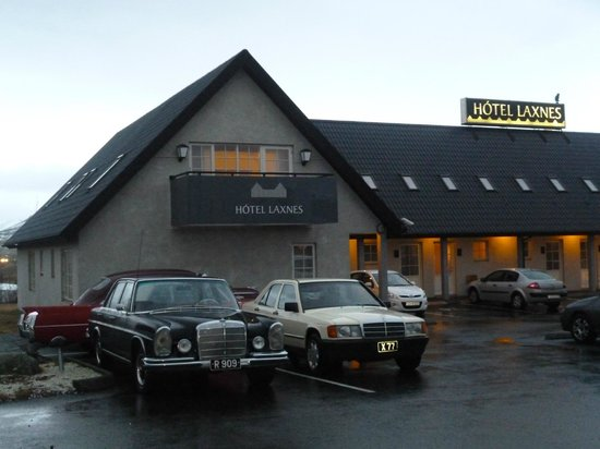 Mosfellsbaer, Islandia:                                     View of hotel as you drive in