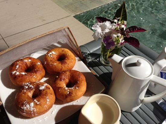 Lilin Lovina Beach Hotel:                   fresh doughnuts and coffee