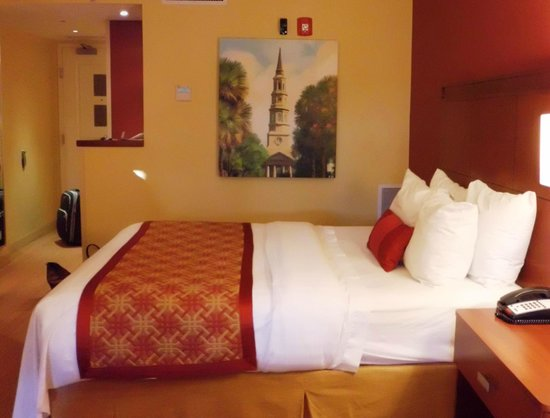 Courtyard by Marriott Charleston Historic District: bed