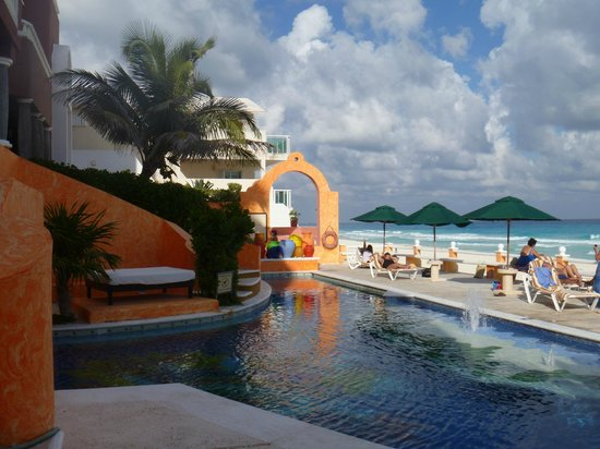 Avalon Baccara Cancun:                   Pool and beach