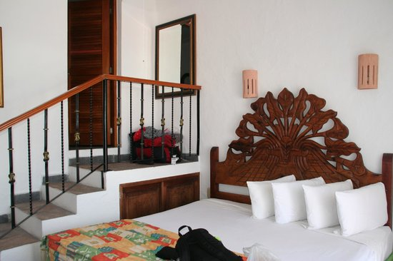 Avalon Baccara Cancun :                   Room with stairs to bathroom and wardrobe