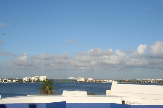 Avalon Baccara Cancun :                   Lagoon view looking over the Oxo convenience store
