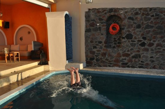 Afroessa Hotel:                   The pool bar and the pool