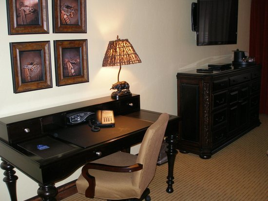 The Lodge at Jackson Hole: desk in suite