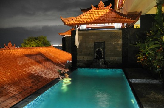 Jimbaran Cliffs Private Hotel &amp; Spa:                                                       our private pool at night