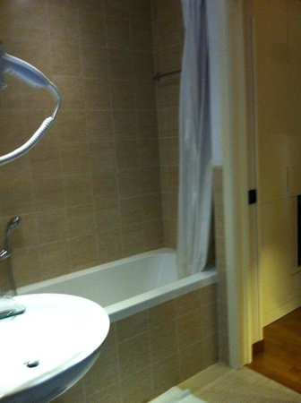 Hotel Oxford:                   bathroom