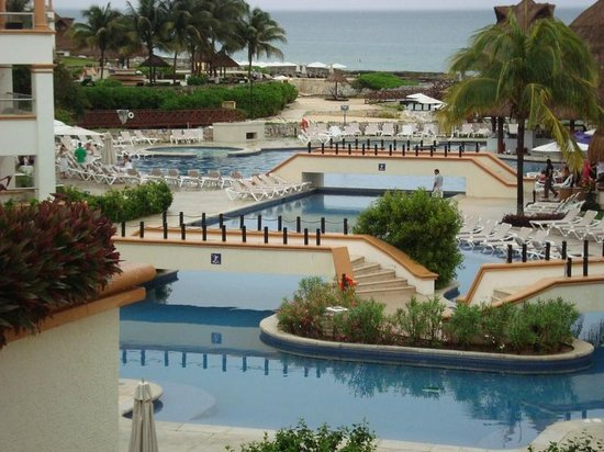 Aventura Spa Palace:                   the massive resort