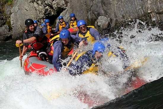 Crew in pop up rapid on the grade 5 section of the rangitikei river