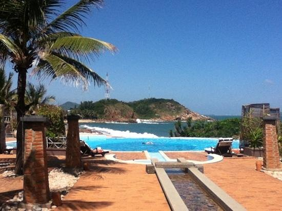 Life Wellness Resort Quy Nhon:                   smuk pool og udsigt