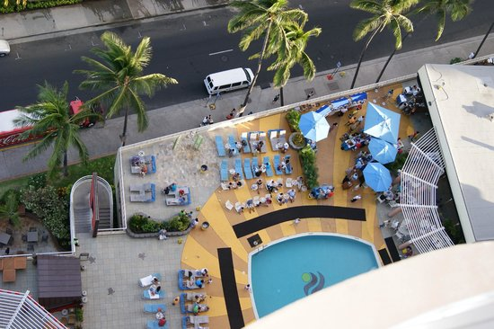 Aston Waikiki Beach Hotel: View to pool