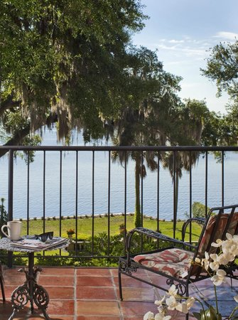 The Club Continental Suites: Private balcony views of the St John's River