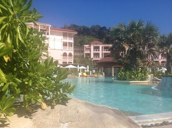 Centara Grand Beach Resort Phuket:                   pool with swim up bar