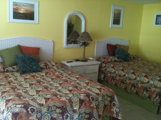 Fountain Beach Resort:                   Two queen beds in separate bedroom &amp; still plenty of room in Suite 405!