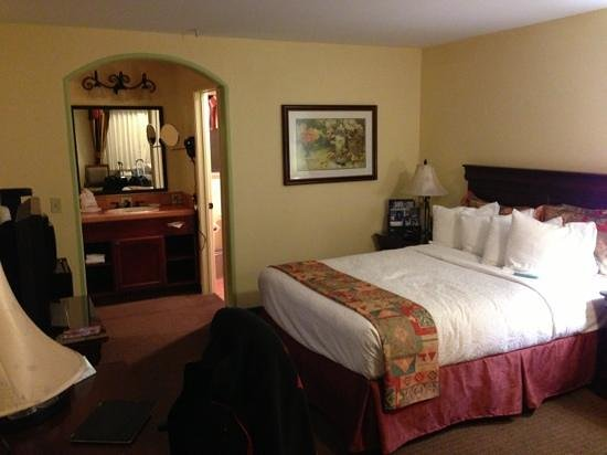 BEST WESTERN PLUS Rose Garden Inn:                   comfortable and traditional