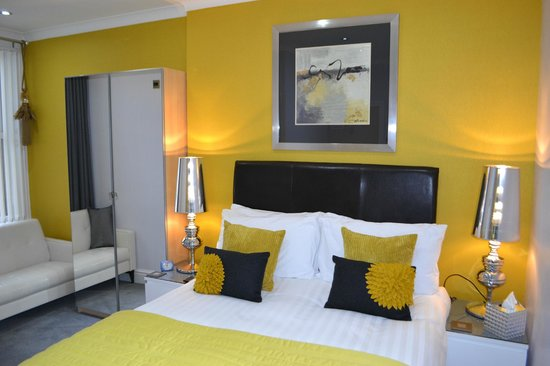 The Kenley: newly refurbished double &quot; room 4 &quot;