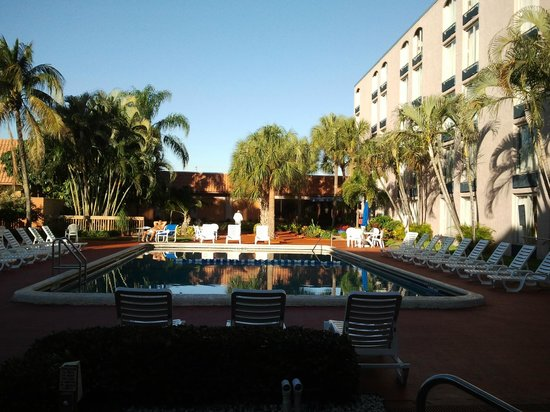 Ramada Plaza Fort Lauderdale: Pool Area