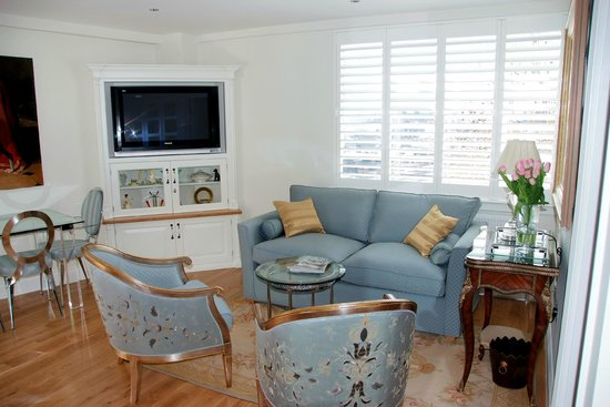 Nell Gwynn House Apartments:                   Flat screen TV