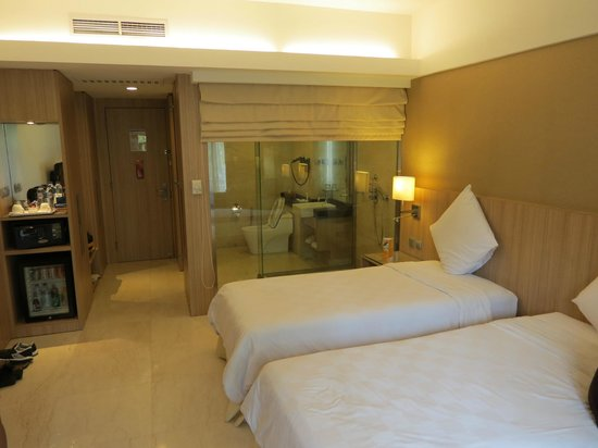 Novotel Surabaya Hotel and Suites: room