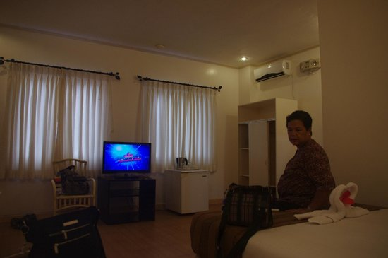 Sur Beach Resort:                   Standar Triple Room