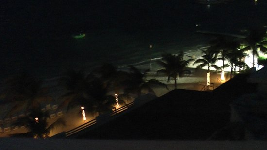 Holiday Inn Cancun Arenas:                   Night view