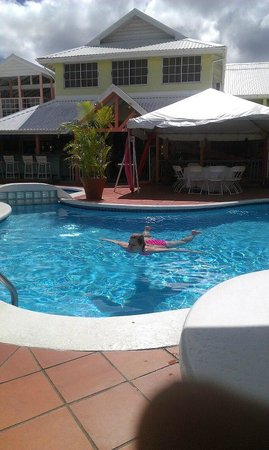 Bay Gardens Hotel:                                     Pool Bar and Dining Area