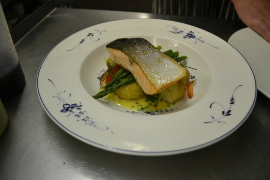 Aynho, UK: Salmon fillet