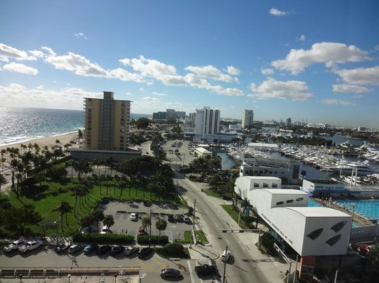 Courtyard by Marriott Fort Lauderdale Beach:                   View from room