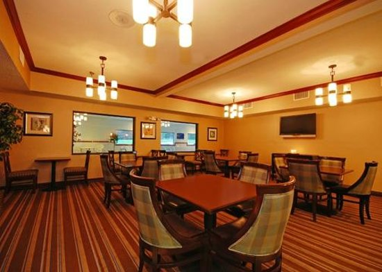 Comfort Inn &amp; Suites: Breakfast Room