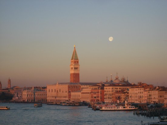 Hotel Bucintoro:                   Early morning Venice photo taken from our room