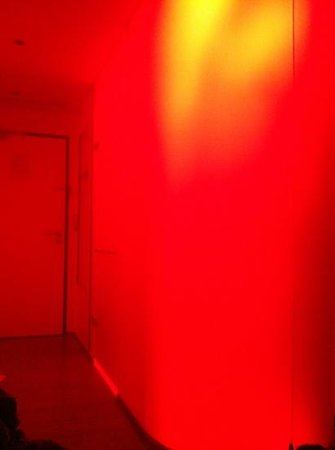 citizenM Glasgow:                   red mood lighting