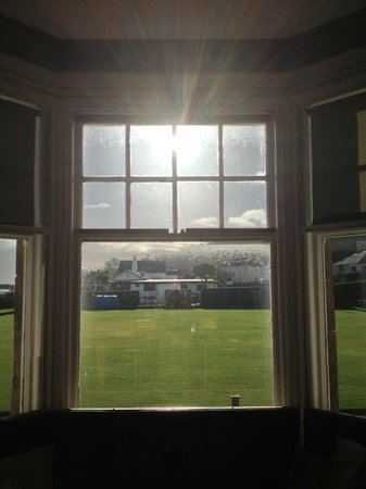 Whiting Bay, UK: The sun streams into the bar area