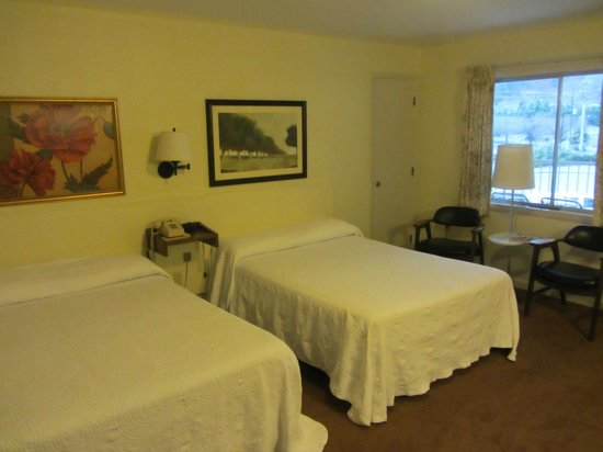 Gillette Motel:                   Big Room