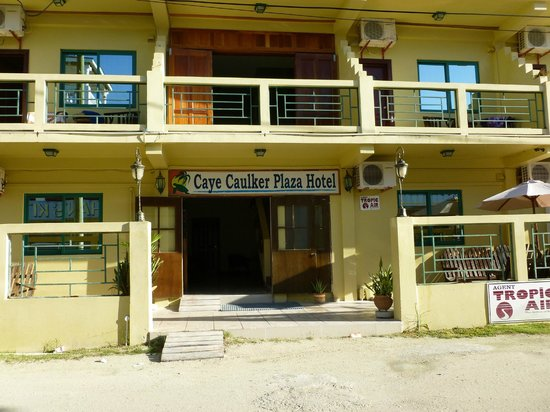 Caye Caulker Plaza Hotel:                   Front view of hotel