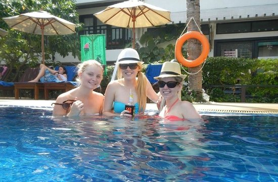 Patong Bay Garden Resort:                   Girls in the pool