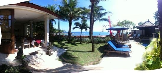 Nusa Indah Bungalows:                                     Panorama of Restaurant, Pool and Sea-View