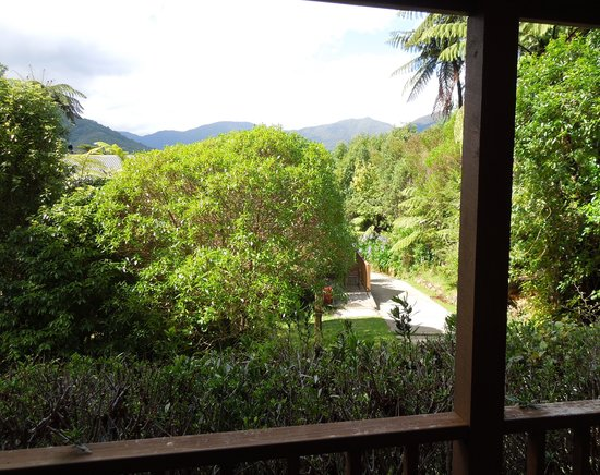 Mahana Lodge: The view from the studio's front side