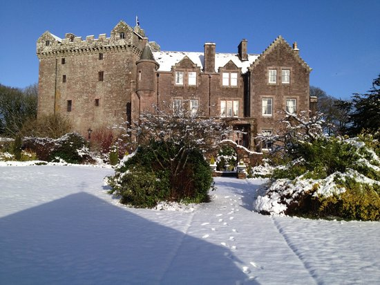 Clarencefield, UK:                   comlongon in the snow